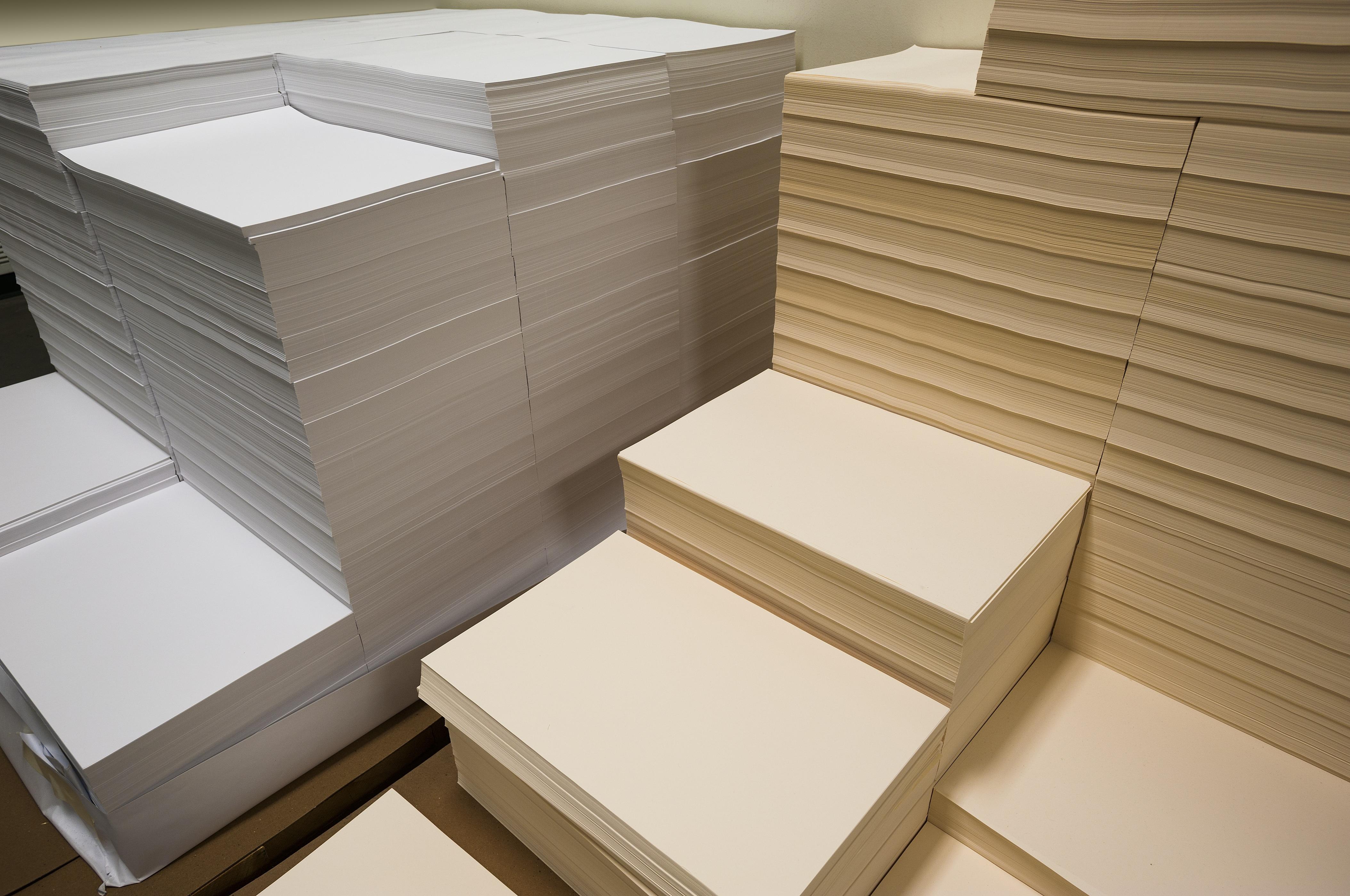 รับออกแบบบรรจุภัณฑ์ กระดาษแบงค์สี มีอยู่ขนาดเดียว